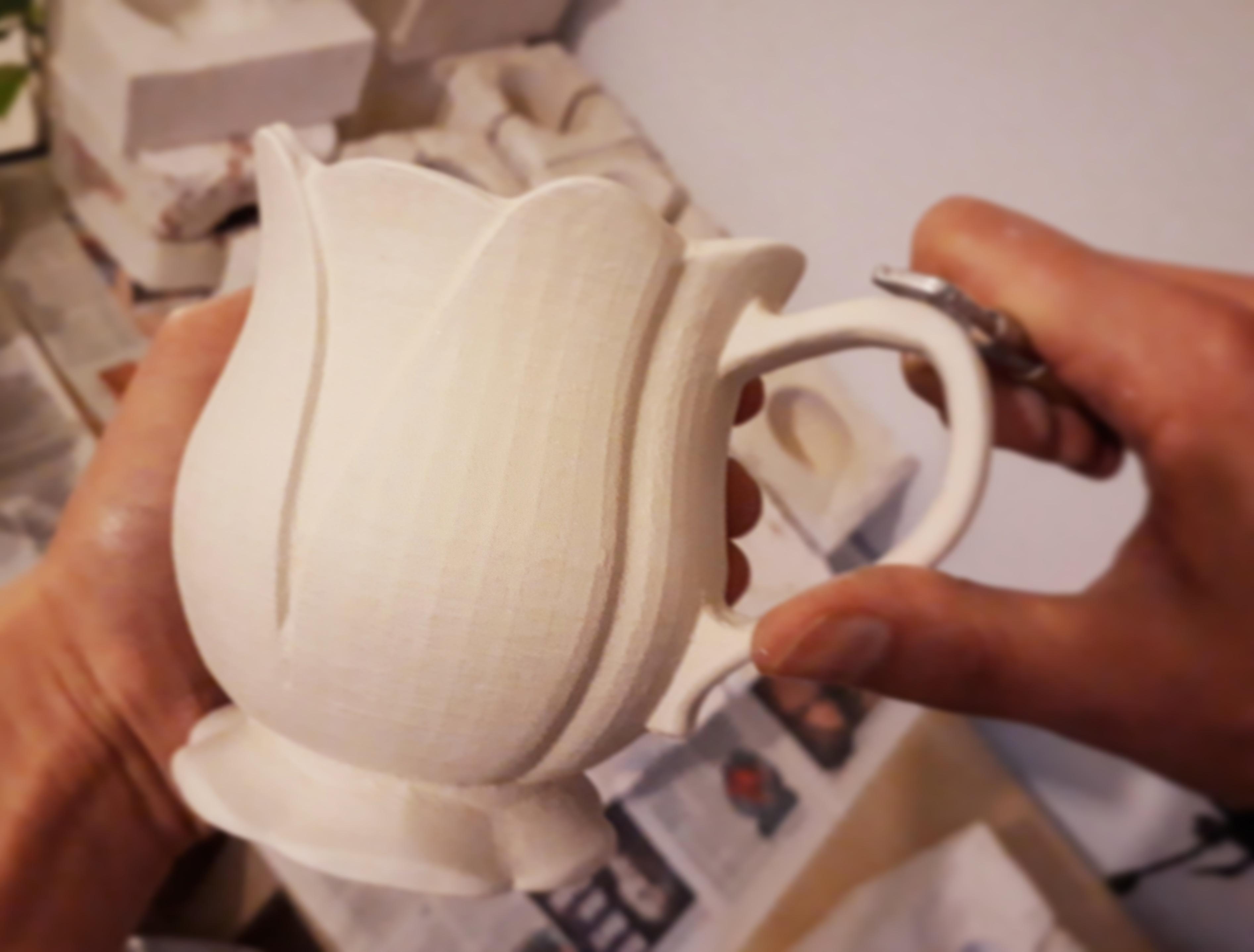 Nachbearbeitung einer 3D-Tasse per Hand